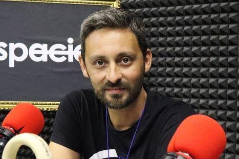 """Entrevista al dramaturgo Nani de Julián: """"El teatro también se tiene que leer"""""""
