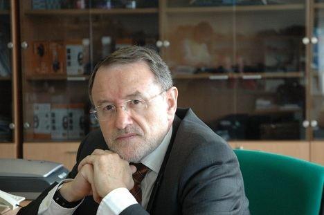 """Entrevista a Fernando Vilches, autor de """"El lenguaje en los medios de comunicación"""""""