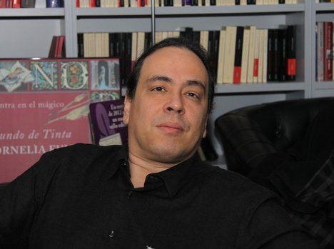 Juan Carlos Méndez Guédez profundiza en el espionaje venezolando en 'La ola detenida'