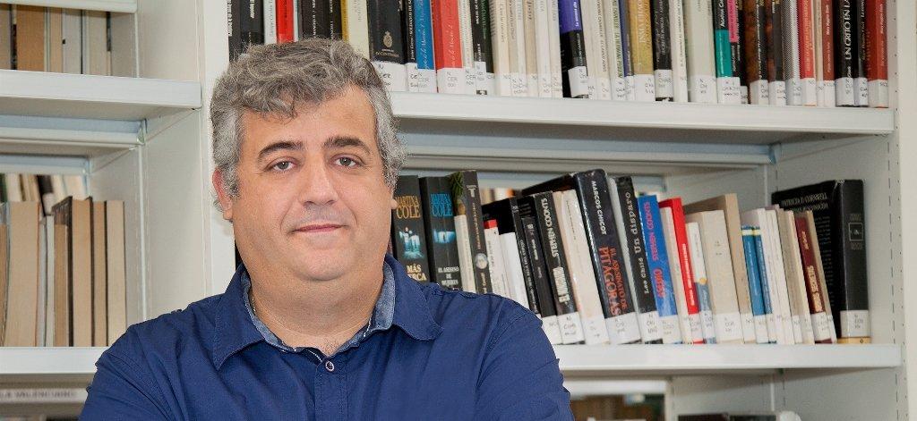 """Raúl Borrás San León: """"La formación de un escritor se basa en leer mucho y escribir sin pausa"""""""