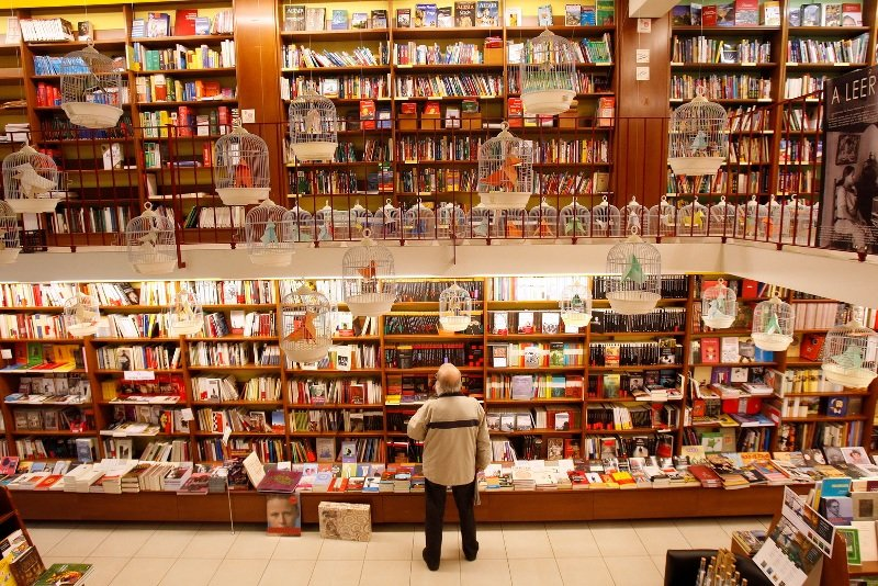 La librería Cálamo de Zaragoza, en su 35 aniversario, celebra los Premios Cálamo, en una divertida fiesta literaria y para-literaria que en el orbe son
