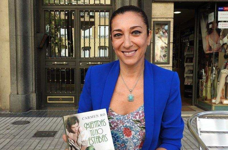 La actriz hollywoodiense Conchita Montenegro en medio de una polémica literaria