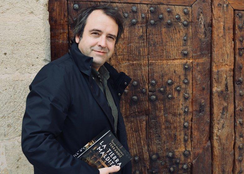 """Entrevista a Juan Francisco Ferrándiz: """"Me encanta adentrarme en el laberinto de la historia"""""""
