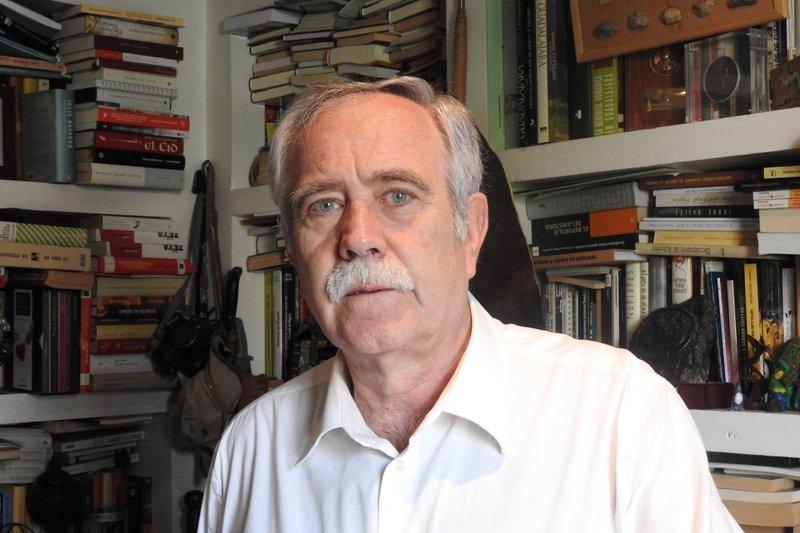 Antonio Pérez Henares publica \'La canción del bisonte\', la primer guerra de la humanidad