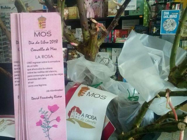 El municipio gallego de Mos celebró el Día del Libro regalando rosales y poesía
