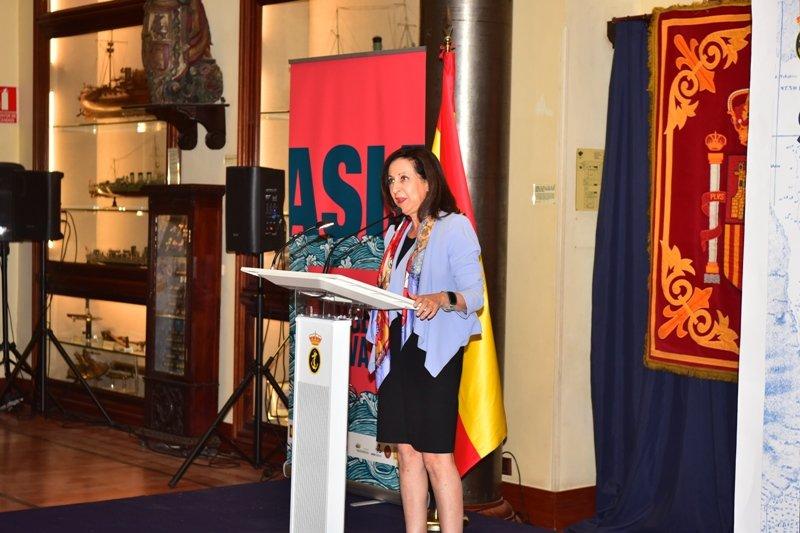 La ministra de Defensa inaugura la exposición 'Asia y el Museo Naval'