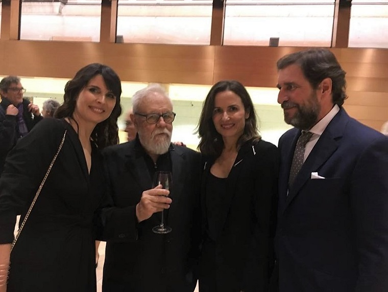 Responsables de la editorial 'La Huerta Grandes' con Gonzalo Suárez