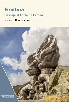 La escritora búlgara Kapka Kassobova publica el ensayo