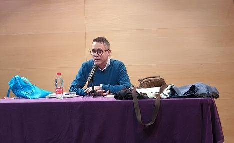 """El ciclo """"Dos poetes com nosaltres"""" reanuda su actividad con el recital de Josep Micó y Abel Dávila"""