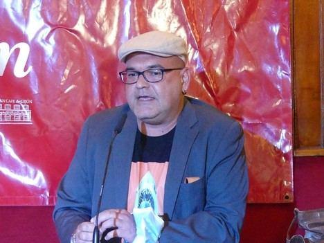 Y a la tercera va la vencida, Alexis Ravelo gana el Premio de Novela Café Gijón