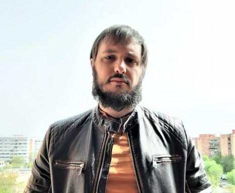 Entrevista a Alfonso Larrea: