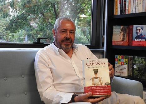 """Entrevista a Antonio Cabanas: """"Me interesa reflejar el alma humana de mis personajes"""""""