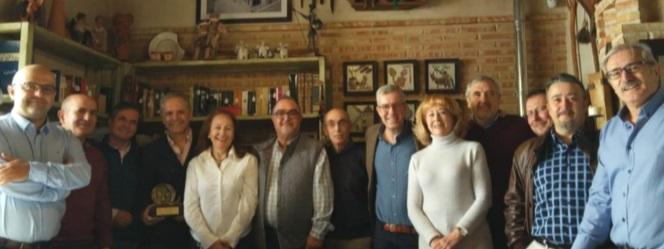 Antonio Martín-Carrillo cuarto por la izquierda junto a su esposa Consuelo Díez