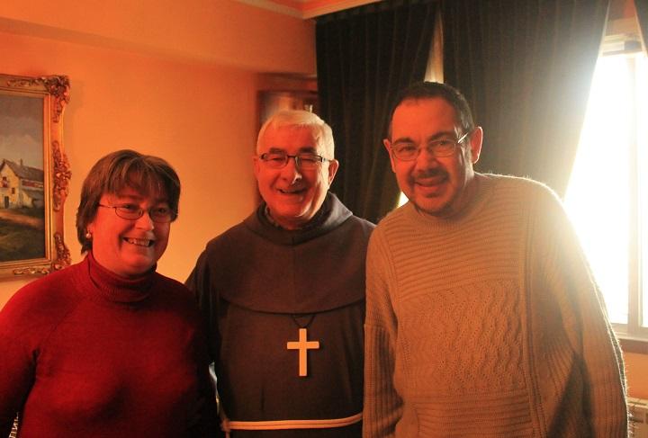 Los autores de la entrevista con el Padre Pateras