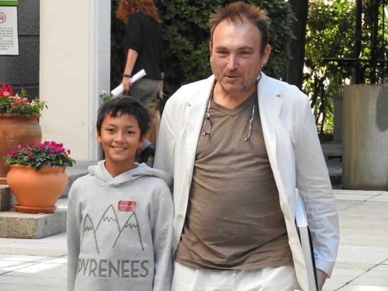 Barceló y su hijo a la entrada de la rueda de prensa