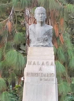 Busto de Rubén Darío en el Parque de Málaga