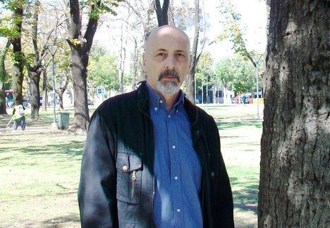"""César Cantoni: """"La creación poética es la única cosa capaz de ofrecerme algún argumento existencial"""""""