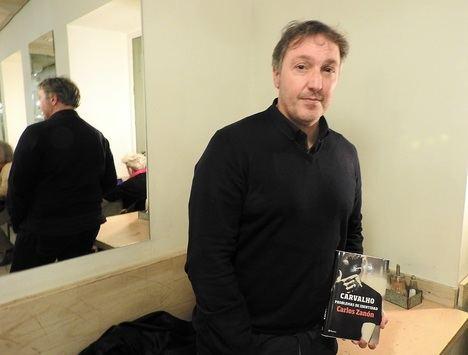"""Carlos Zanón: """"Los libros son como la magia, tienen muchos trucos que deben de engañar bien a la gente"""""""