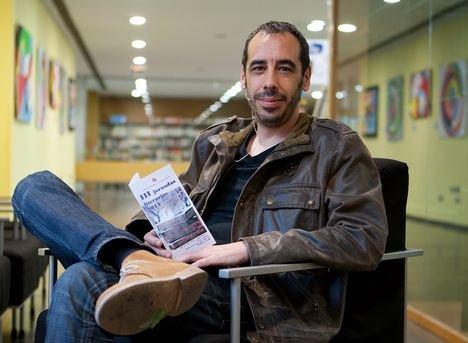 """Entrevista a Carlos Bassas del Rey: """"Siempre salgo tocado de mis novelas; solo así el lector puede salir también herido de ellas"""""""