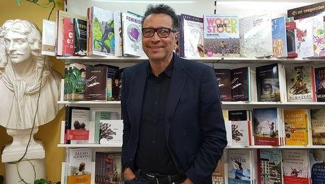 El poeta y editor dominicano Carlos Roberto Gómez Beras ha presentado dos de sus últimos poemarios en España