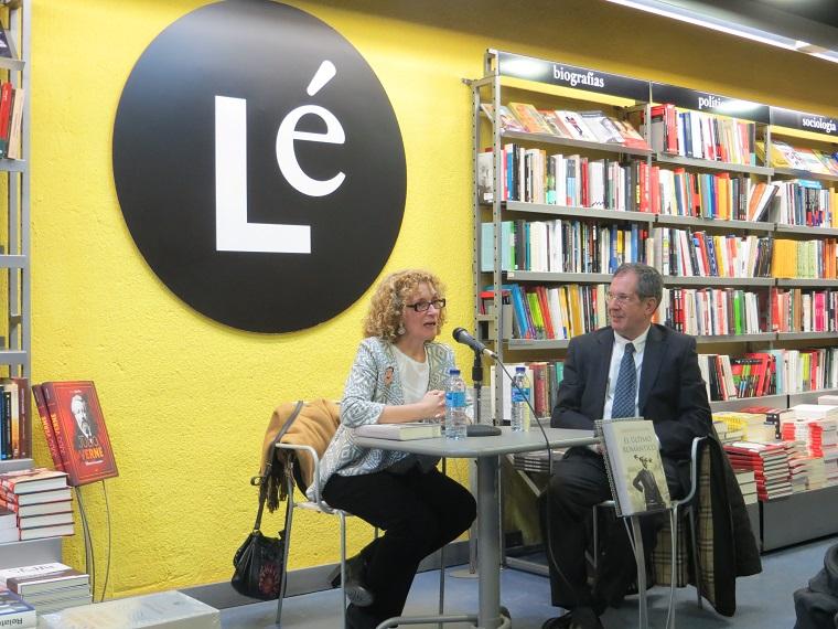 Carolina Molina y el editor Miguel Gonzzále