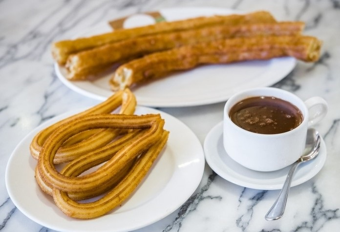 Chocolate con churros y porras