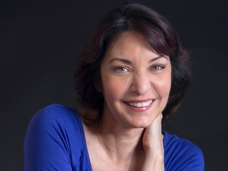"""Daína Chaviano vuelve con la reedición de la novela fantástica """"Fábulas de una abuela extraterrestre"""""""