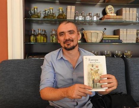 """Entrevista a David Llorente: """"La novela negra y la de ciencia-ficción tienen que ir de la mano"""""""