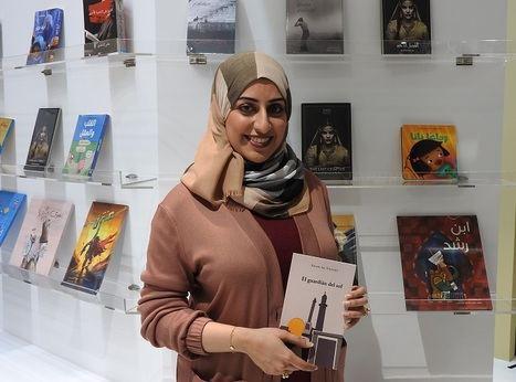 """Entrevista a la escritora emiratí Eman Al Yousef: """"En Sharjah hay más mujeres que publican libros que hombres"""""""