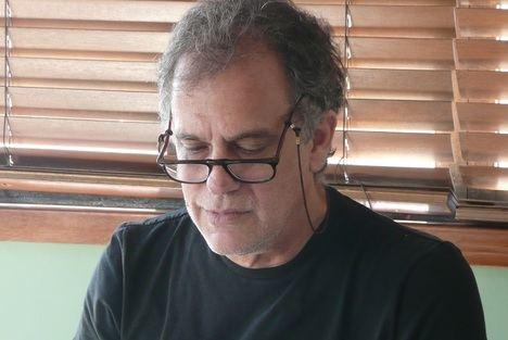 """El escritor venezolano Federico Vegas publica """"Los años sin juicio"""", la historia de un hombre inocente encerrado en una cárcel"""