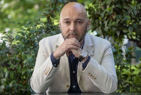 """Entrevista a Fernando J. Múñez: """"Cuando escribo pienso y siento más en la necesidad de lo que yo quiero contar"""""""