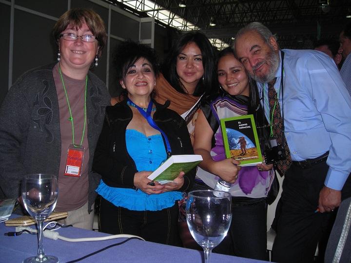 Fernando L. Rodríguez Jiménez y unas cuantas lectoras de sus libros, incluida la autora de este texto