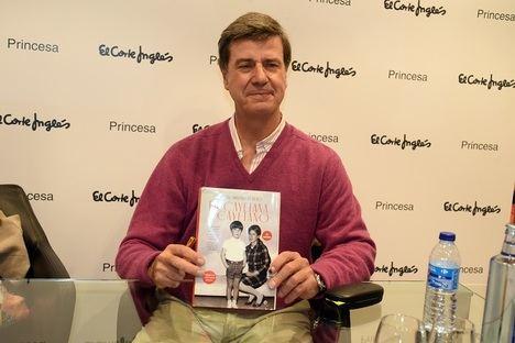 Cayetano Martínez de Irujo firmó en Madrid ejemplares de sus memorias