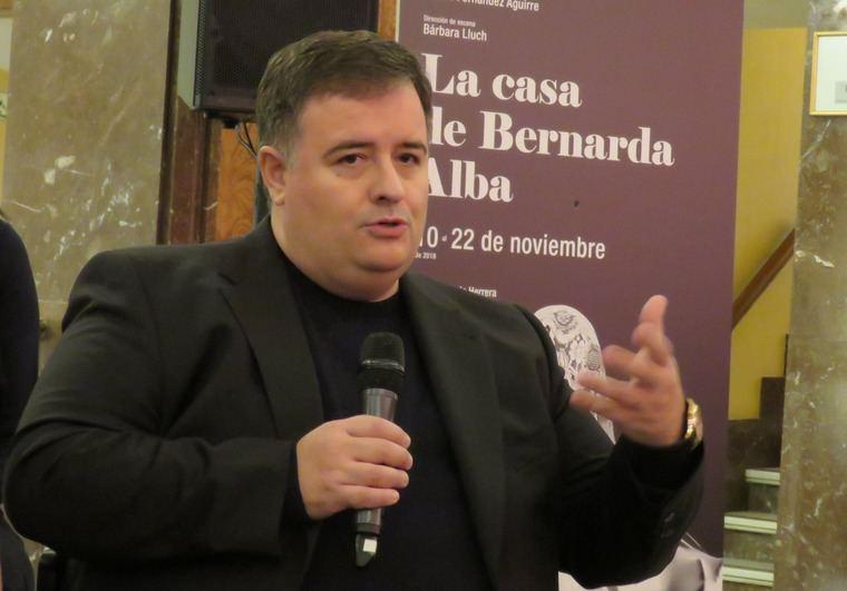 El barítono Luis Cansino, que asume el rol de Poncia , criada de Bernarda, tuvo una emotiva intervención