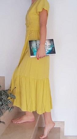 Greta Alonso con su libro