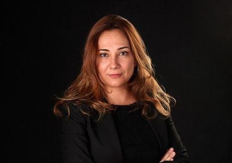 """""""Poemas ciegos"""": el debut en la poesía de María Jesús Mena"""