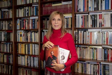 """Pilar Eyre: """"Javier Olivares es el mejor guionista para un libro sobre el rey"""""""