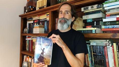 """Álber Vázquez: """"La historia es el terreno perfecto para un novelista que pretende contar historias que emocionen"""""""