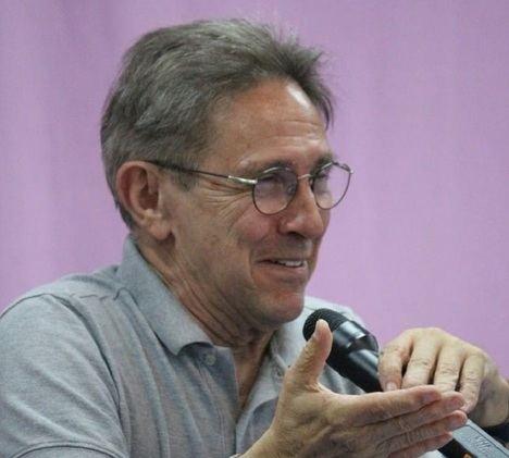 Entrevista a Ricardo Bellveser, poeta de la emoción y de la inteligencia