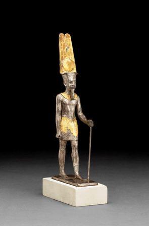 Estatuilla del dios Amón-Re. Plata sobredorada c. 1069-664 a. C. Karnak, Tebas, Egipto