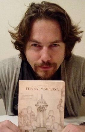 Ignacio Amigó con su libro 'Fue en Pamplona'