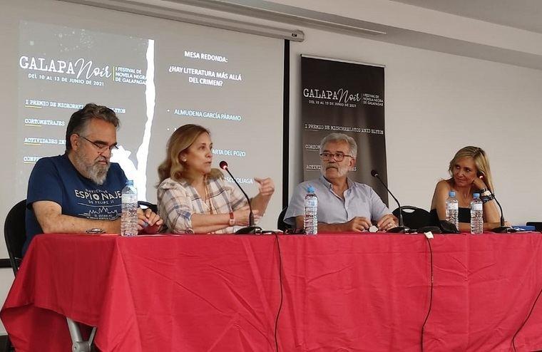 Javier Santamarta del Pozo, Almudena García Páramo, Javier Velasco Oliaga y Marta Robles en la mesa redonda '¿Hay literatura más allá del crimen?'