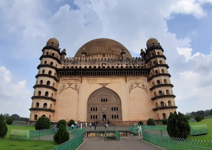 Mausoleo de Gol Gumbaz en Bijapur