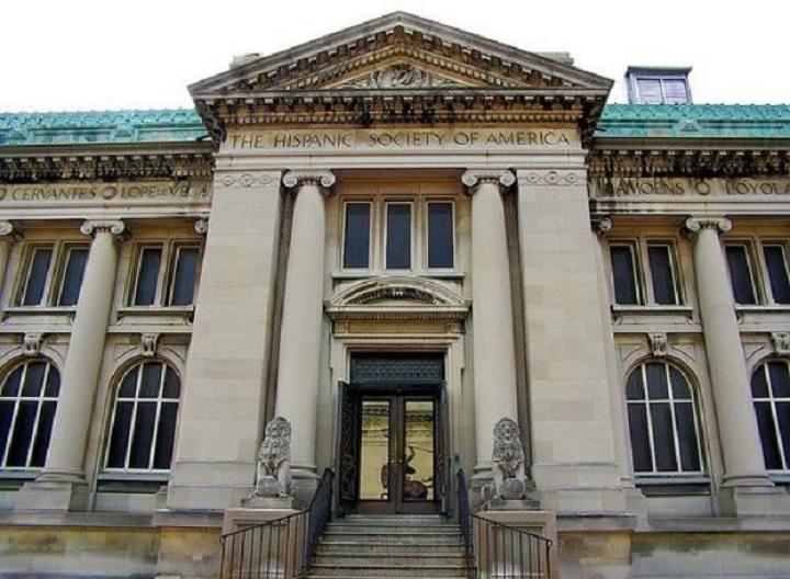 Entrada a The Hispanic Society of América situada en la avenida Broadway entre las calles 155 y 156 de Nueva York