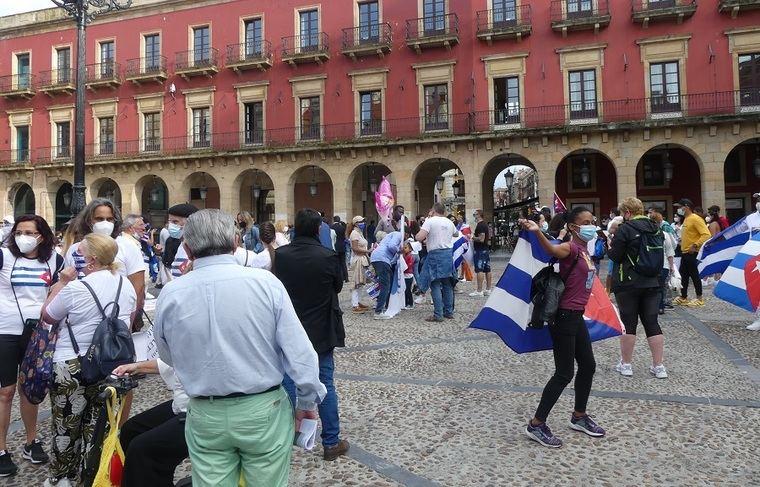 Manifestación hispano-cubana