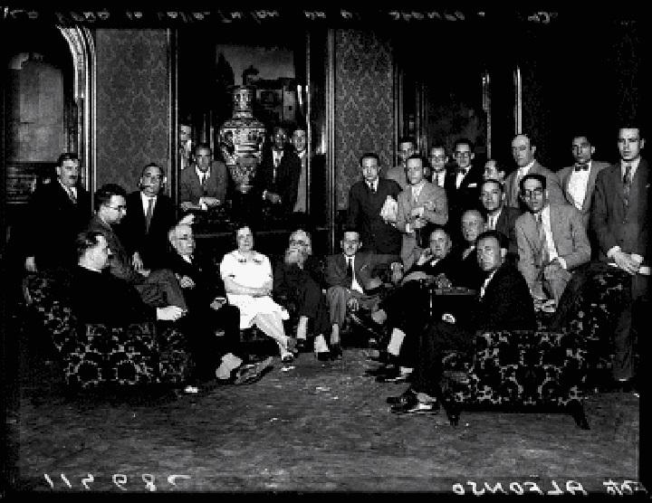 Manuel Azaña acompañado de intelectuales de la República