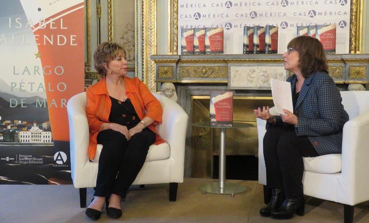 Isabel Allende y Nuria Tey