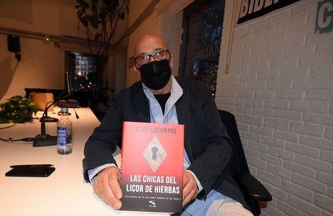 """Entrevista a Jesús Locampos: """"Javier Ayuso, está de vuelta de todo porque fue reportero de calle y en vista de la crisis que se estaba precipitando sobre la prensa decidió reciclarse y convertirse en detective"""
