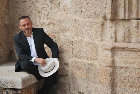 """Entrevista a Jesús Sánchez Adalid: """"Escribir Las armas de la luz ha sido un viaje apasionante a través de las crónicas andalusíes, los escritos medievales, la arqueología, la historiografía…"""""""