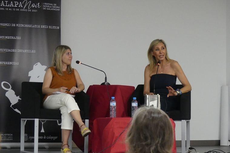 Jimena Tierra y Marta Robles durante la presentación de 'La chica a la que no supiste amar'